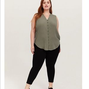 ➕ Torrid Harper Light Olive Green Button Up Tank